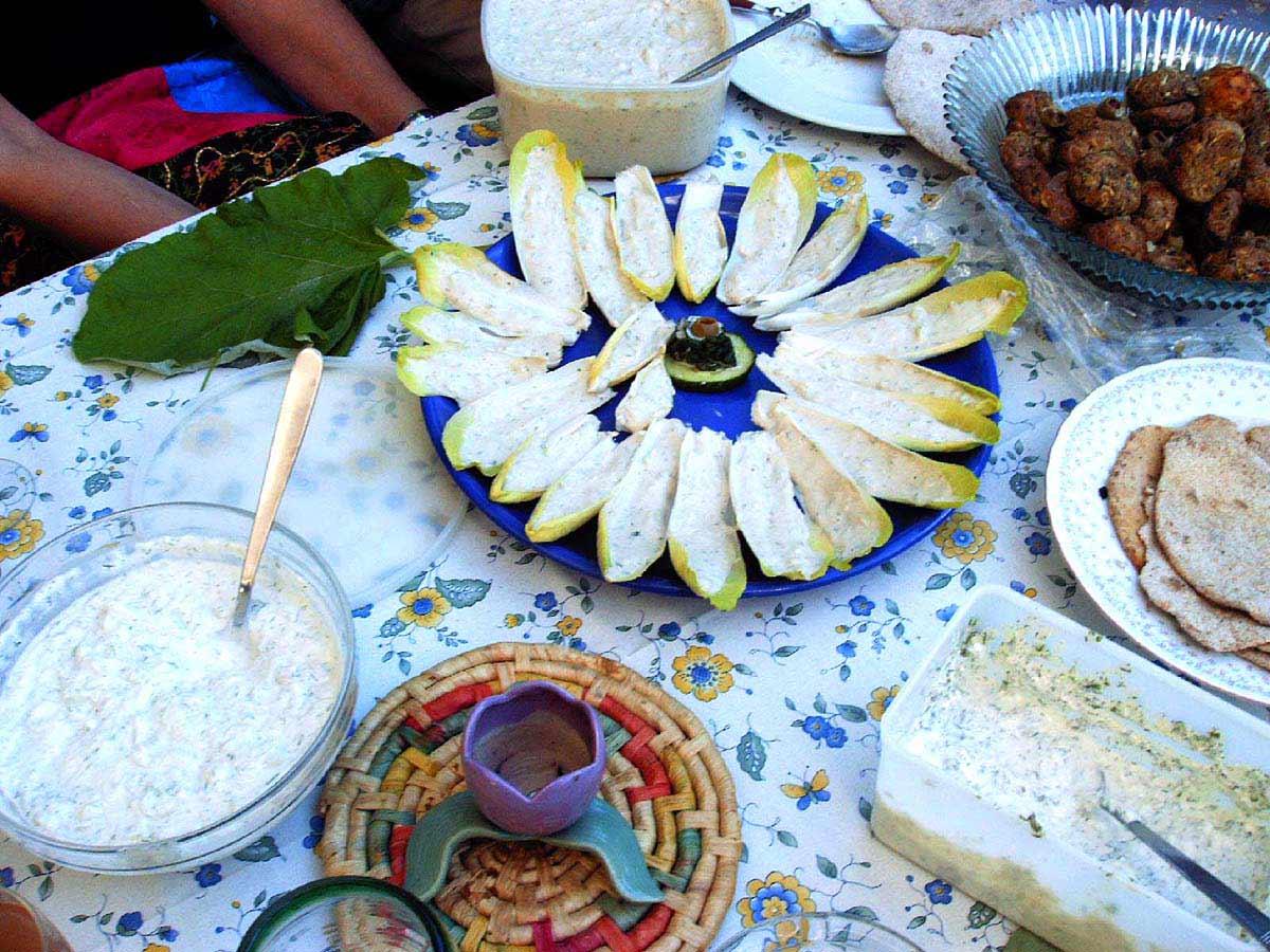 Zichorieblätter gefüllt mit Frischkäse